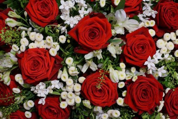 Claudias-Blumenzauber-Trauerfloristik-Trauerkraenze-Florist-Tirol11