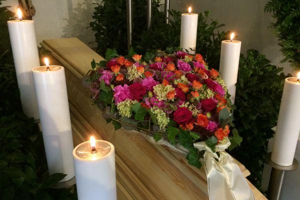 Claudias-Blumenzauber-Trauerfloristik-Trauerkraenze-Florist-Tirol13