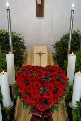 Claudias-Blumenzauber-Trauerfloristik-Trauerkraenze-Florist-Tirol27