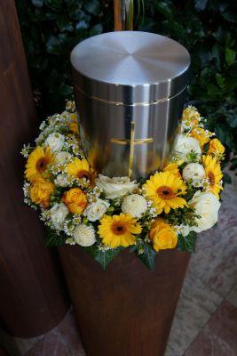Claudias-Blumenzauber-Trauerfloristik-Trauerkraenze-Florist-Tirol33