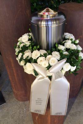 Claudias-Blumenzauber-Trauerfloristik-Trauerkraenze-Florist-Tirol38