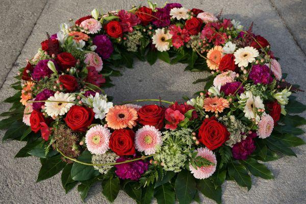 Claudias-Blumenzauber-Trauerfloristik-Trauerkraenze-Florist-Tirol5